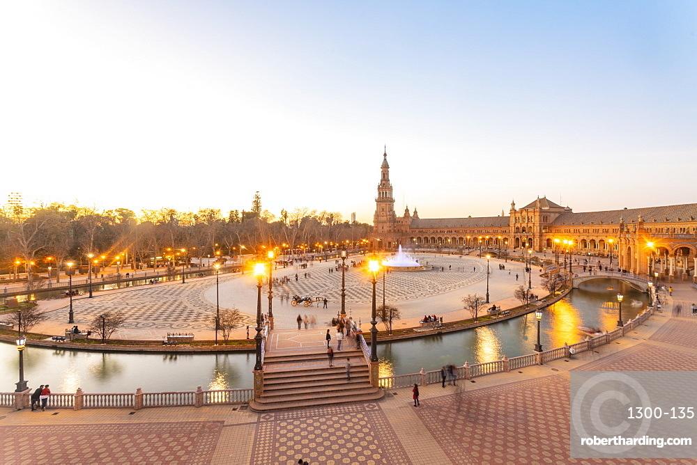 Plaza de España in Parque de María Luisa at sunset