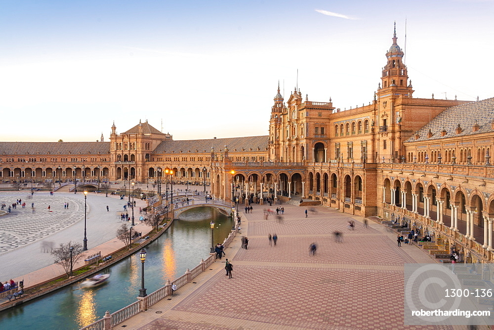 Plaza de España in Parque de María Luisa at sunset
