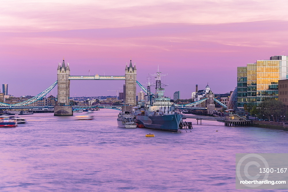 The tower brigde with the HMS Belfast at sunset with purple sky