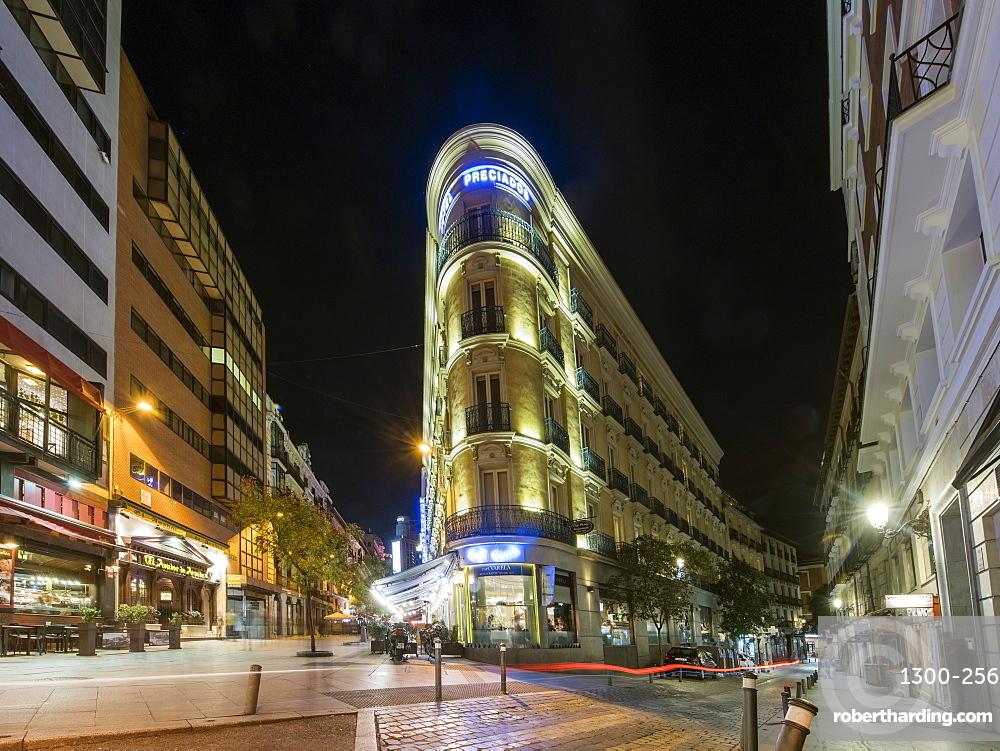 Historic buildings and cafes near Plaza Santao Domingo and Calle Veneras, Calle Calle de Preciados, city center, Madrid