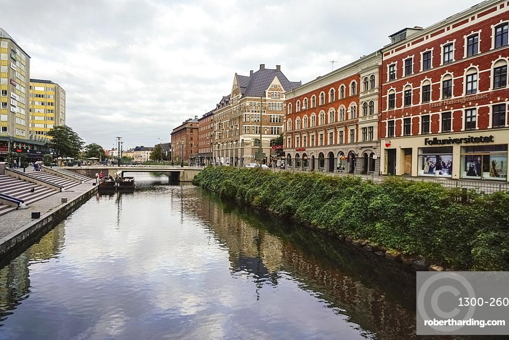 Drottninggatan street by södra förstadskanalen