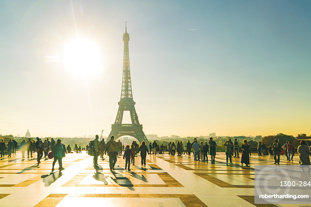 Place du Trocadero with Eiffel Tower in the background, Paris, France, Europe