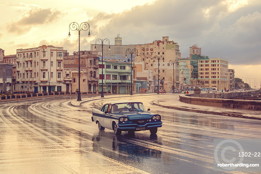 Old American car, Malecon, Havana, Cuba, West Indies, Caribbean, Central America