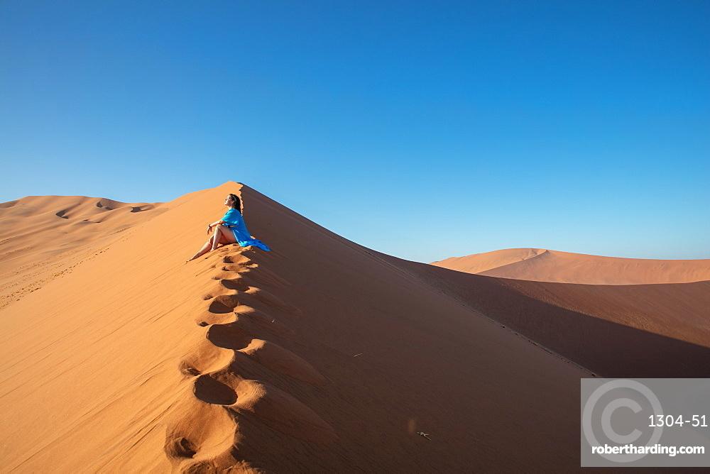 Model climbing Dune 13