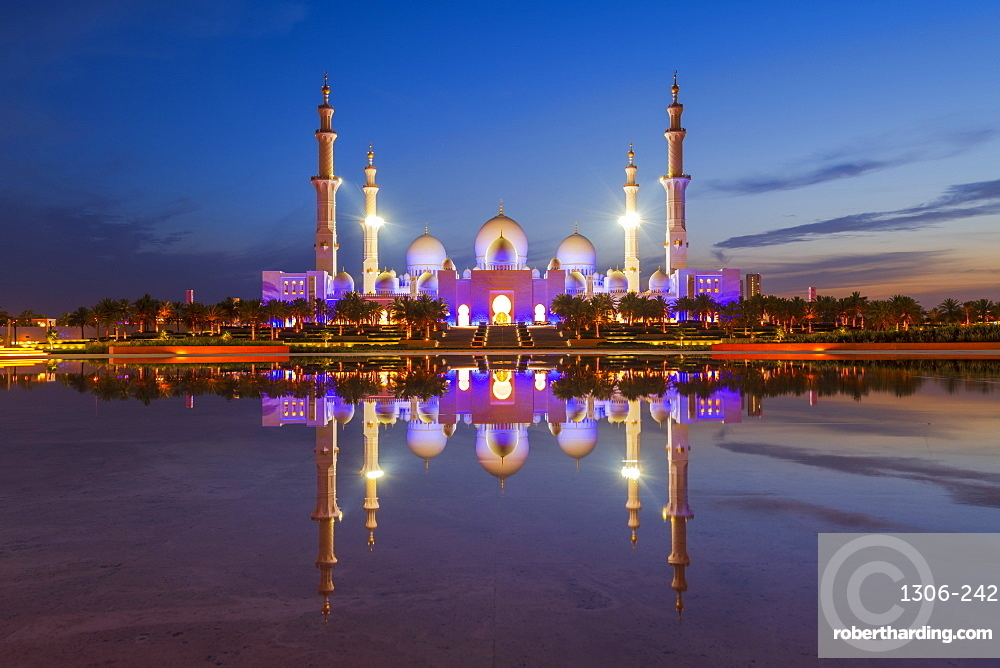 Sheikh Zayed Grand Mosque reflected at night, Abu Dhabi, United Arab Emirates, Middle East