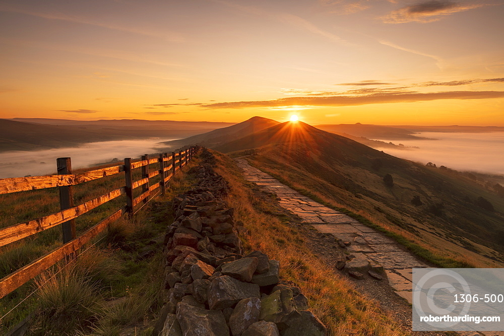 Sunrise above Lose Hill and Back Tor from Mam Tor, The Peak District National Park, Derbyshire.