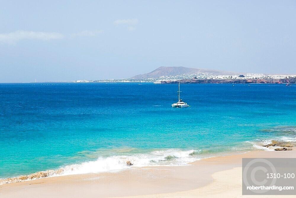 View across the Atlantic Ocean off Playa del Pozo, Playa Blanca, Yaiza, Lanzarote, Las Palmas, Canary Islands, Spain