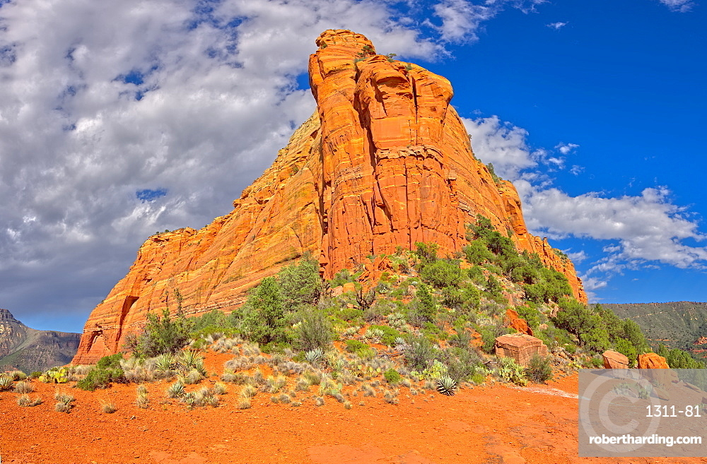 Close up of the eastern half of Mitten Ridge, accessible by way of the Hangover Trail, Sedona, Arizona, United States of America, North America