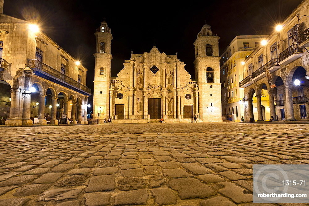 Plaza de la Catedral (Plaza of the Cathedral) in Habana Vieja (Old Havana) at night, UNESCO World Heritage Site, Havana, Cuba, West Indies, Caribbean, Central America