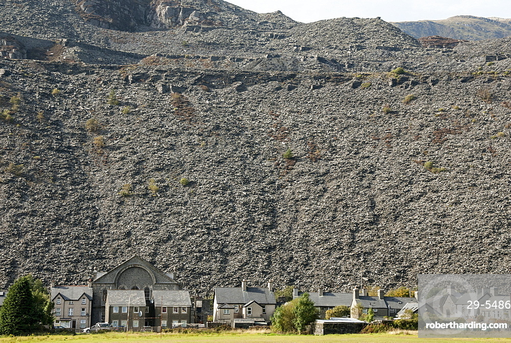 Houses below slate quarry waste heaps, Blaenau Ffestiniog, Gwynedd, North Wales, United Kingdom, Europe