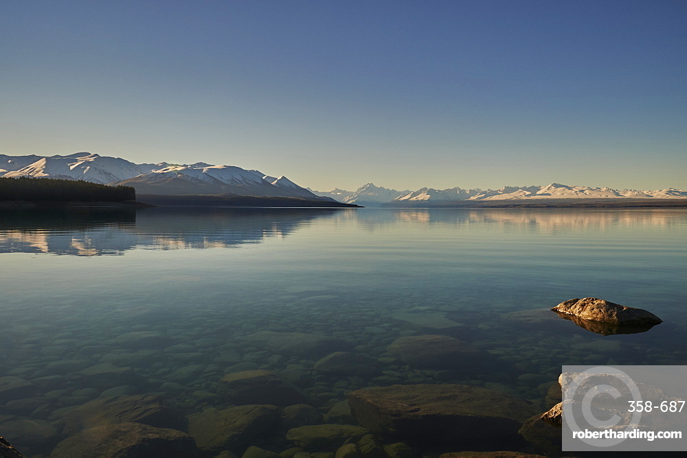 View across Lake Pukaki to Mount Cook (Aoraki) and neighbouring mountains, Mount Cook National Park