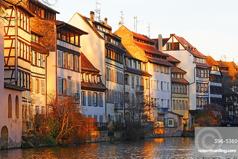 Ill River and Quai de la Bruche, old town Petite France, UNESCO World Heritage Site, Strasbourg, Alsace, France, Europe