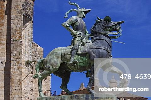 Statue of Francisco Pizarro, Plaza Mayor, Trujillo, Extremadura, Spain, Europe