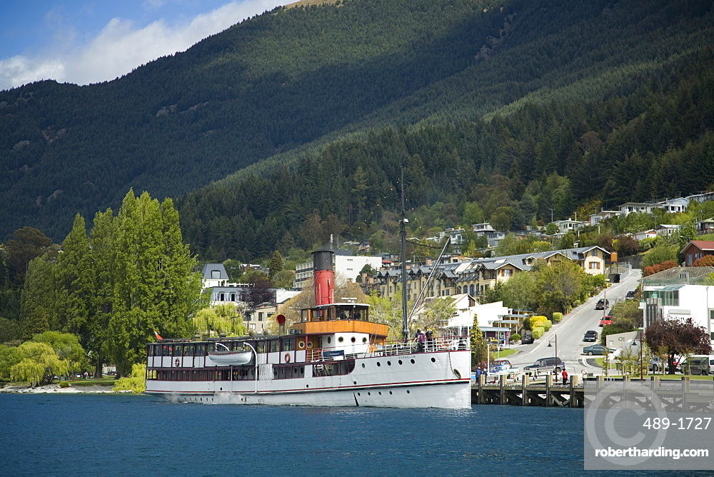 Steamer Earnslaw on Lake Wakatipu approaching wharf, Queenstown, Otago, South Island, New Zealand, Pacific
