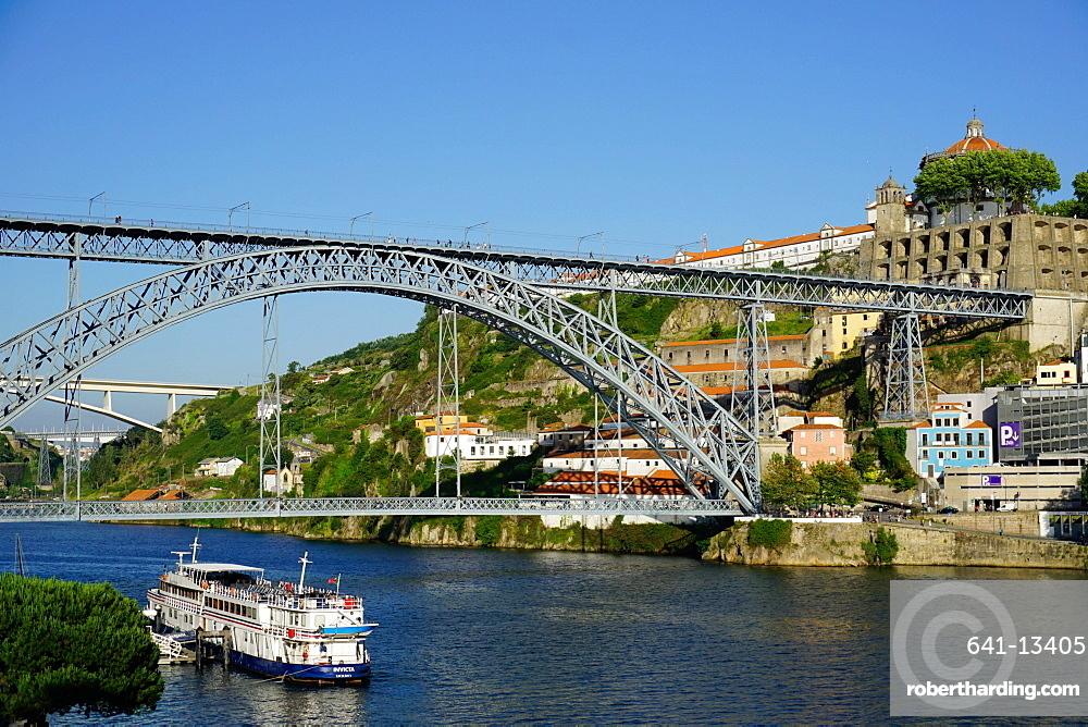 Ponte de Dom Luis I over River Douro, Porto (Oporto), Portugal, Europe