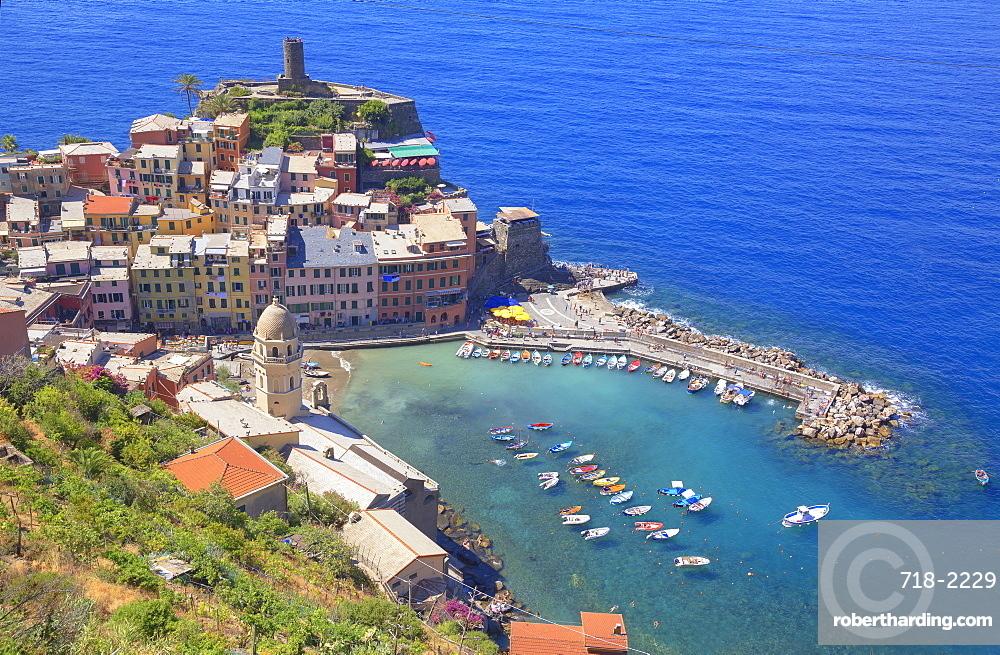 The colorful sea village of Vernazza, Cinque Terre, UNESCO World Heritage Site, Liguria, Italy, Europe