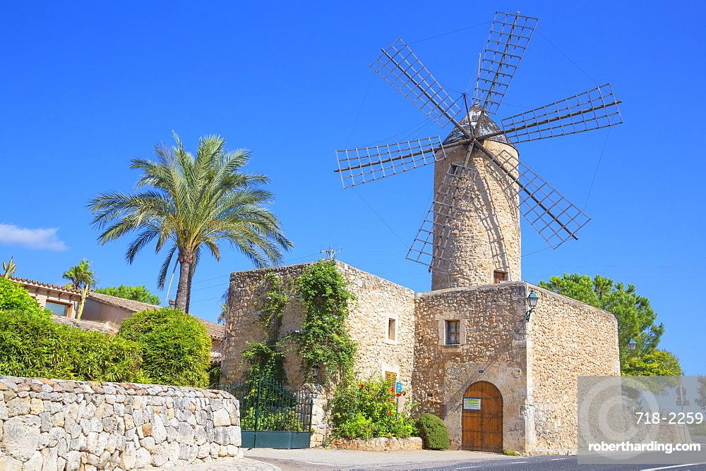 Windmill in Sineu, Mallorca (Majorca), Balearic Islands, Spain, Europe