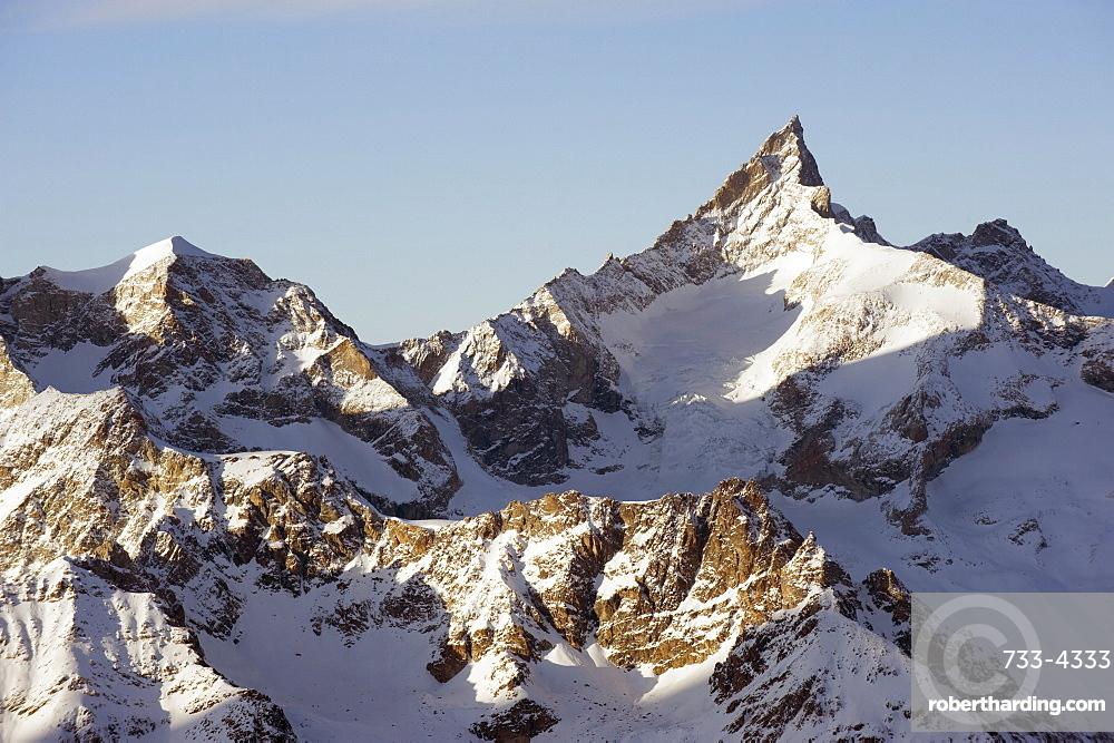 Zinalrothorn, 4221m, mountain scenery in Cervinia ski resort, Cervinia, Valle d'Aosta, Italian Alps, Italy, Europe