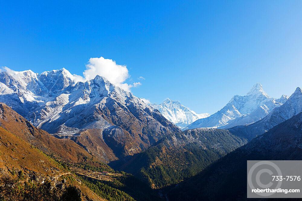 Ama Dablam, 6812m, Nuptse and Lhotse mountains, Sagarmatha National Park, UNESCO World Heritage Site, Khumbu Valley, Nepal, Himalayas, Asia
