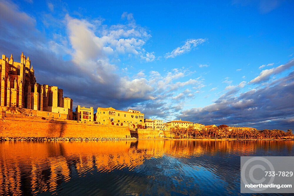 Old town buildings near La Seu Cathedral, Palma de Mallorca, Majorca, Balearic Islands, Spain, Mediterranean, Europe