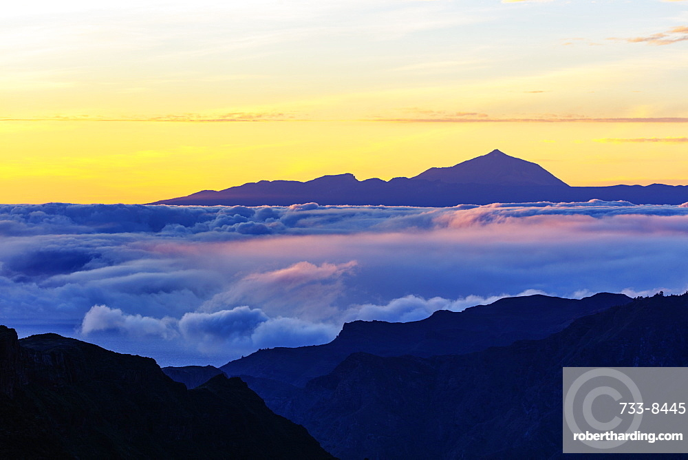 Europe, Spain, Canary Islands, Gran Canaria, Pico Teide (3718m) on Tenerife, highest mountain in Spain