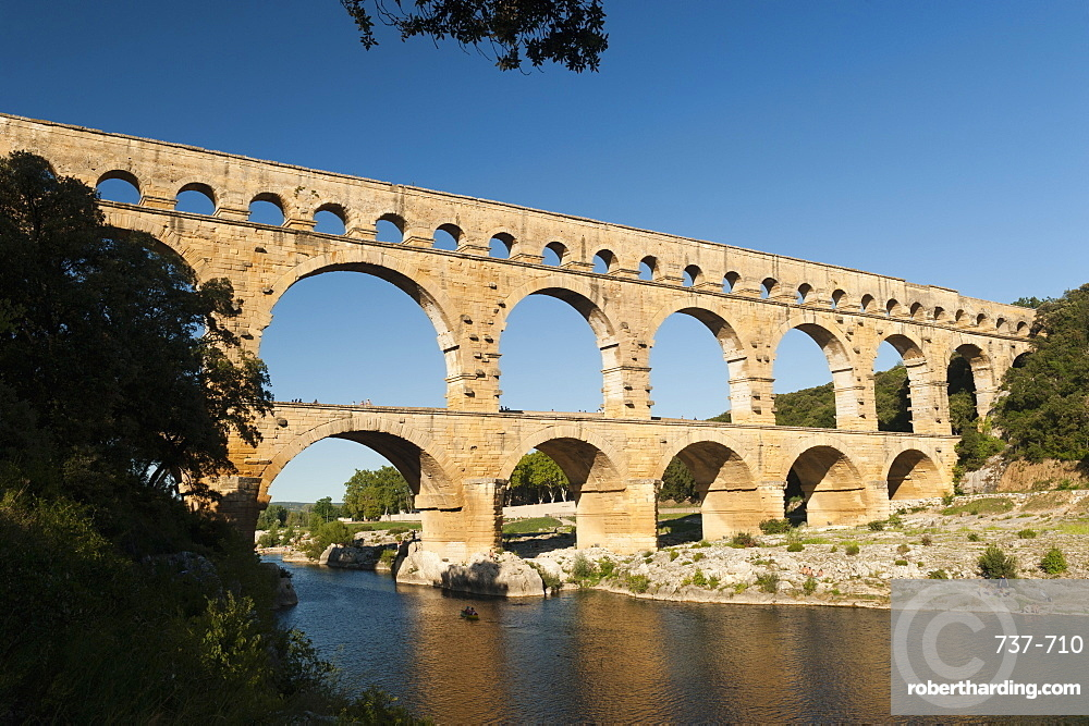 Pont du Guard, remains of Roman aqueduct dating from 1AD, UNESCO World Heritage Site, Vers-Pont-du-Guard, Provence, France, Europe
