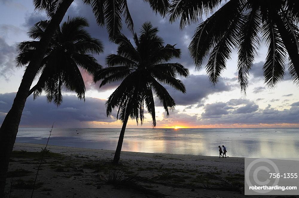 Walking On Beach Paradise Cove Aitutaki Cook Islands South Pacific Ocean