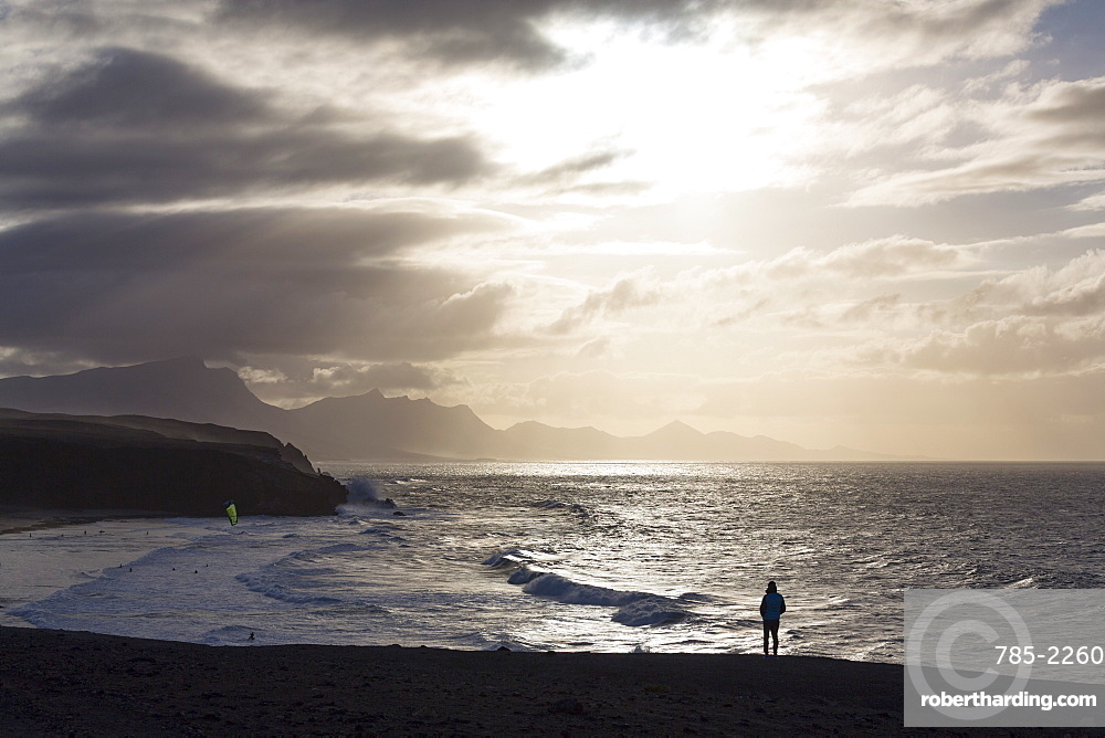 Lone man looking at the dramatic coastline of Playa del Viejo Rey near La Pared on the volcanic island of Fuerteventura, Canary Islands, Spain, Atlantic, Europe