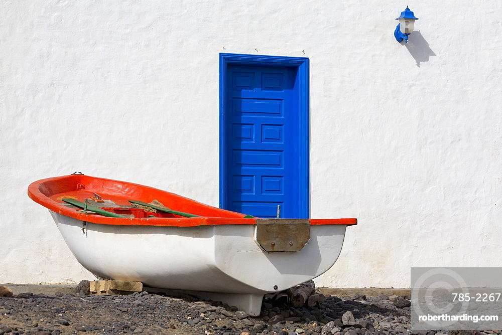 Small boat and traditional house at Playa Pozo Negro on the volcanic island of Fuerteventura, Canary Islands, Spain, Atlantic, Europe