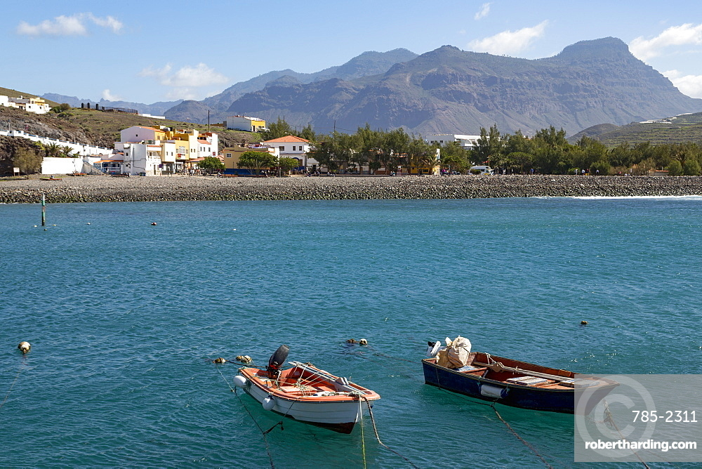 Boats in the harbour, Playa de la Aldea at Los Caserones on the wild west coast of Gran Canaria, Canary Islands, Spain, Atlantic, Europe