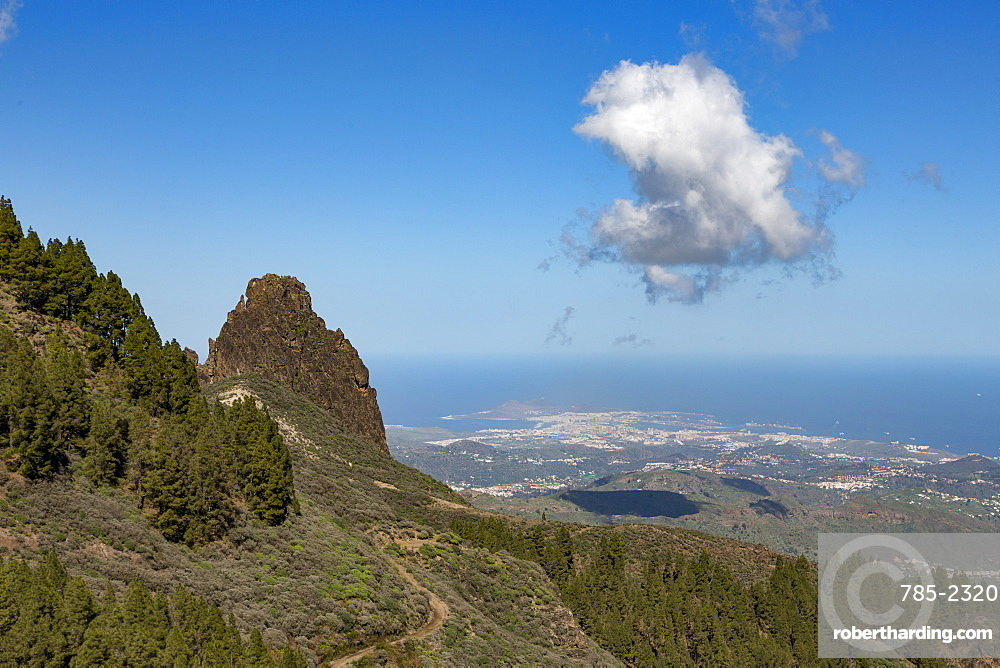 High view of Las Palmas de Canaria from near Pico de las Nieves