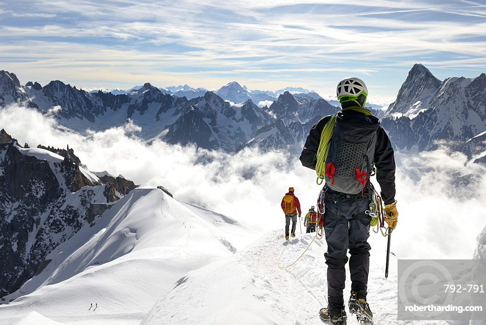 Mountaineers and climbers, Aiguille du Midi, Mont Blanc Massif, Chamonix, French Alps, Haute Savoie, France, Europe