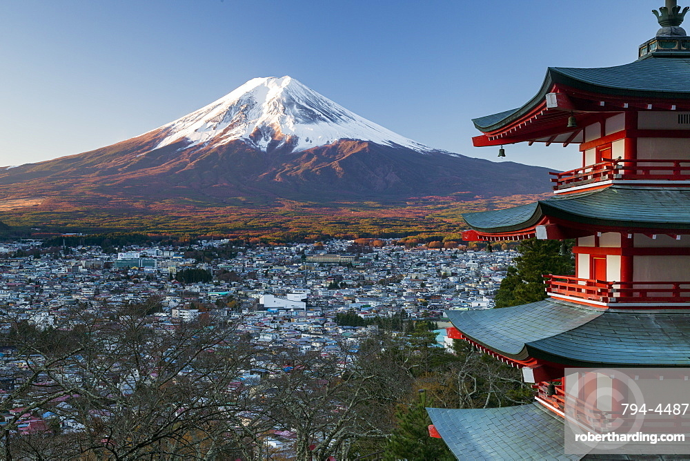 Snowy Mount Fuji and Chureito Pagoda at Arakura-yama Sengen-koen Park, Fujiyoshida, Shizuoka, Honshu, Japan, Asia