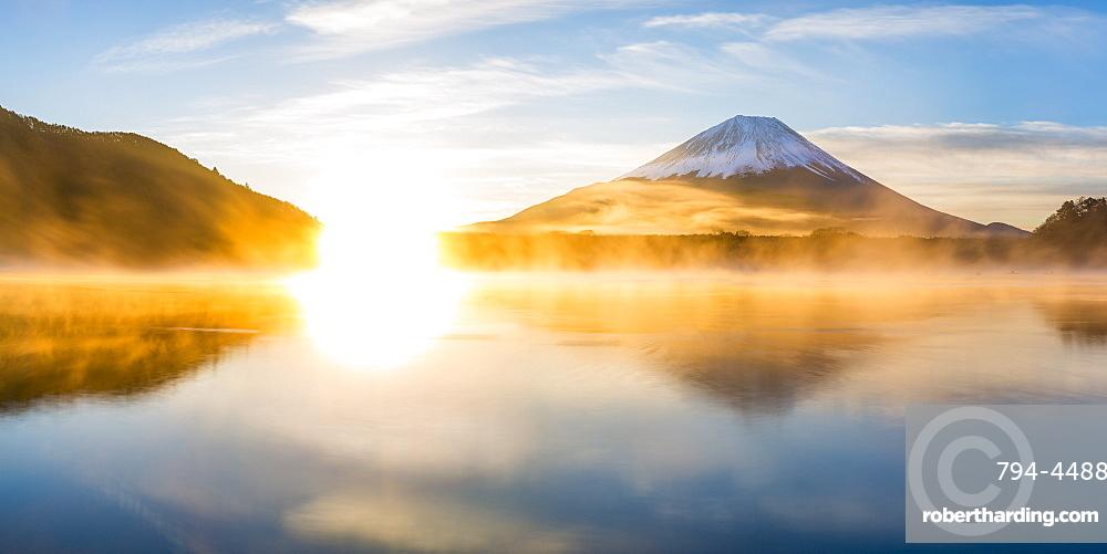 Lake Shoji and Mount Fuji, Fuji Hazone Izu National Park, Japan, Asia