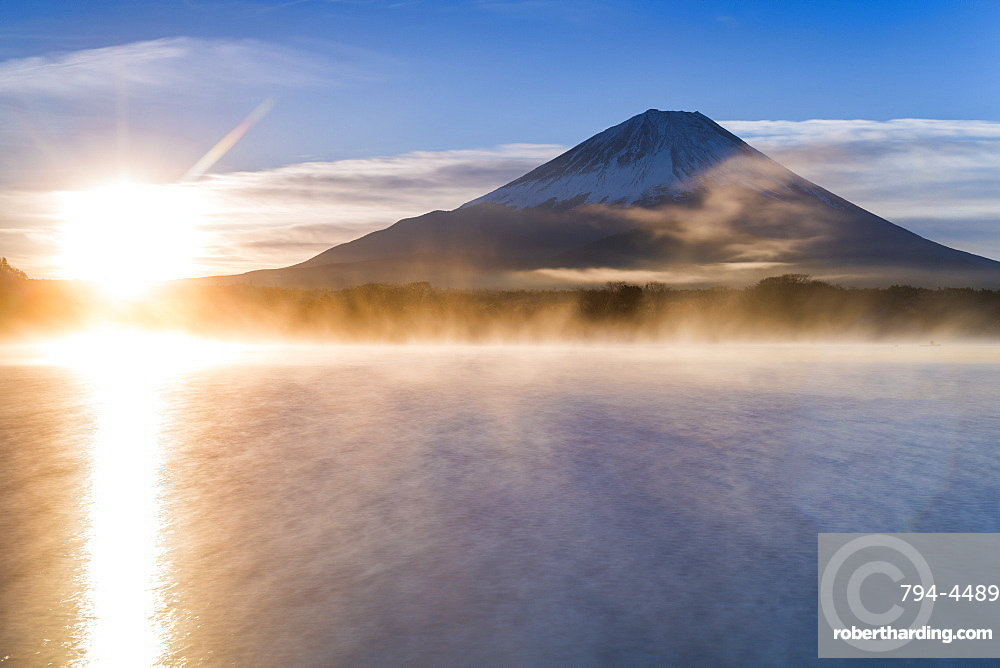 Lake Shoji and Mount Fuji, Fuji Hazone Izu National Park, Japan, Asia