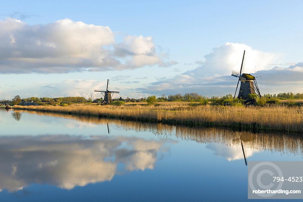 Windmills, Kinderdijk, UNESCO World Heritage Site, Netherlands, Europe