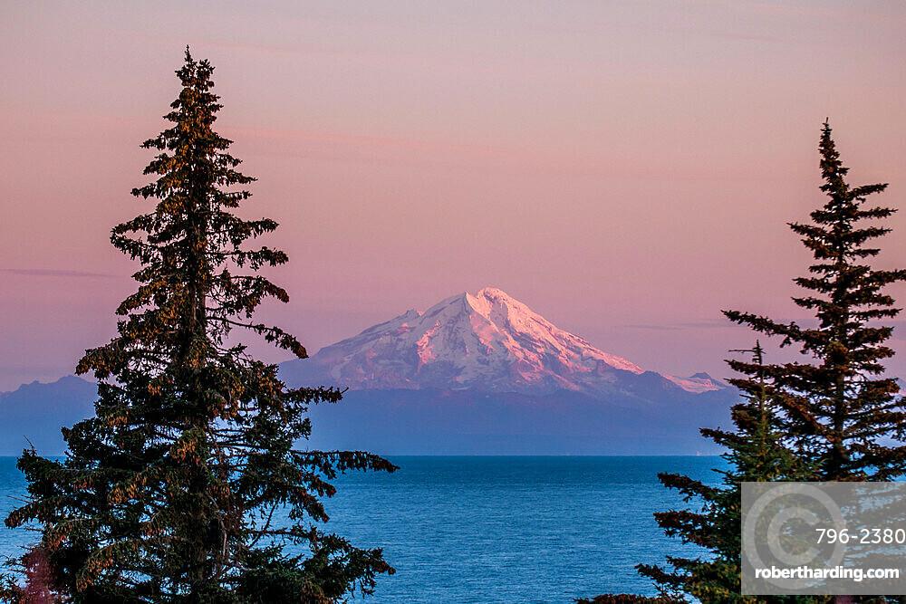 Mount Redoubt, Lake Clark National Park and Preserve, Alaska, USA.