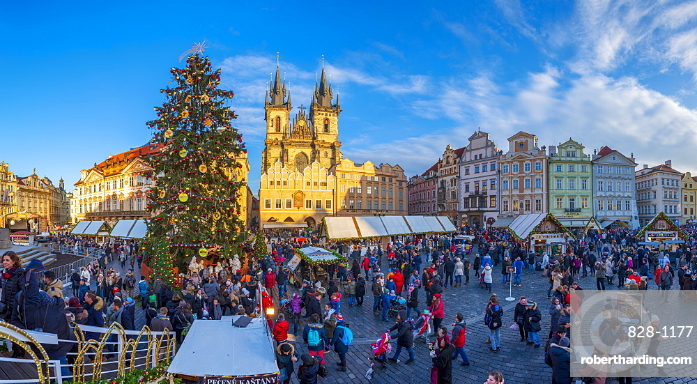 Church of Our Lady Before Tyn and Christmas Markets, Staromestske namesti (Old Town Square), Stare Mesto (Old Town), UNESCO World Heritage Site, Prague, Czech Republic, Europe