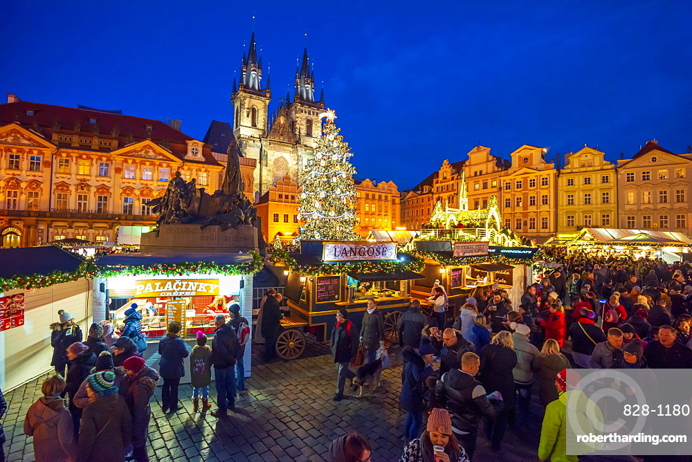 Church of Tyn and Christmas Markets, Staromestske namesti (Old Town Square), Stare Mesto (Old Town), UNESCO World Heritage Site, Prague, Czech Republic, Europe