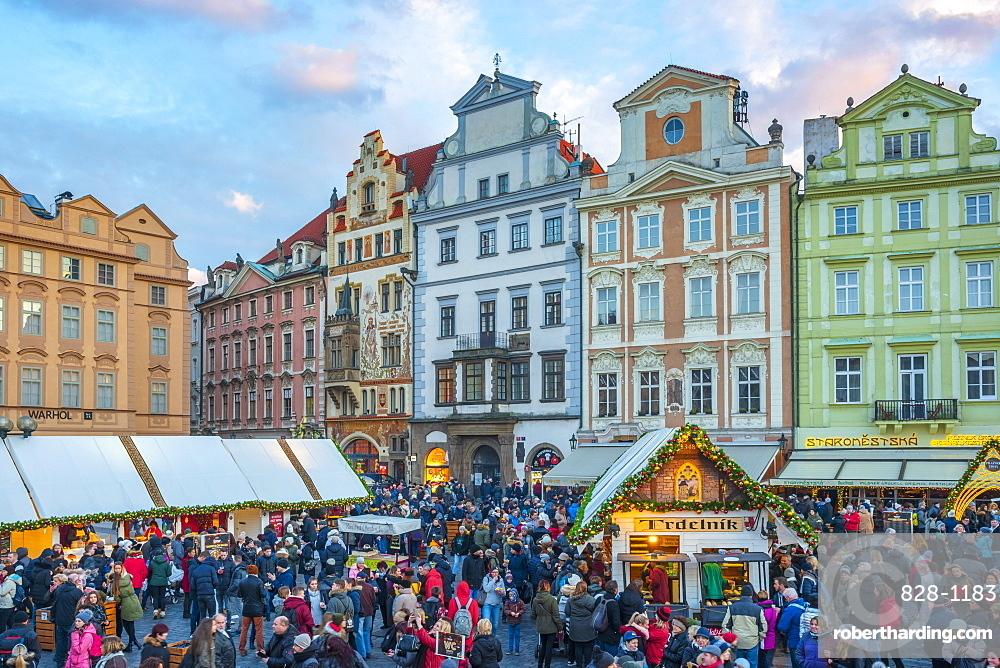 Christmas Market, Staromestske namesti (Old Town Square), Stare Mesto (Old Town), UNESCO World Heritage Site, Prague, Czech Republic, Europe