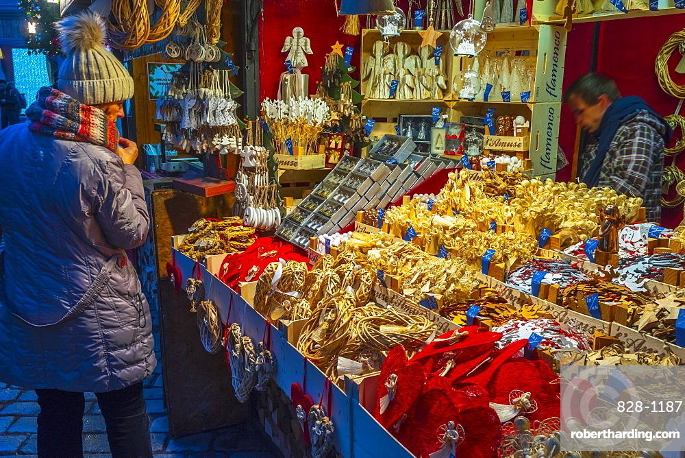 Christmas Market, Staromestske namesti (Old Town Square), Stare Mesto (Old Town), Prague, Czech Republic, Europe
