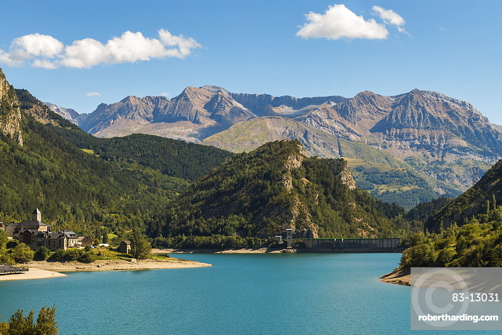 Lanuza village, resevoir and dam and the Tendenera mountains, Tena Valley, Sallent de Gallego, Pyrenees, Huesca Province, Spain, Europe