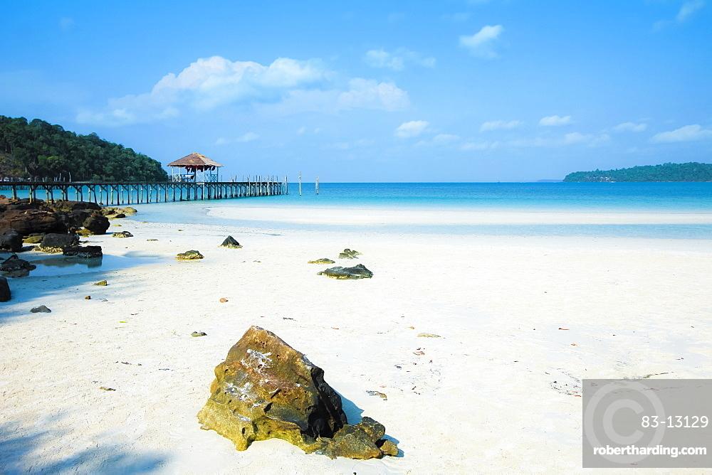 Beautiful white sand beach on this popular holiday island, Koh Rong Sanloem Island, Sihanoukville, Cambodia