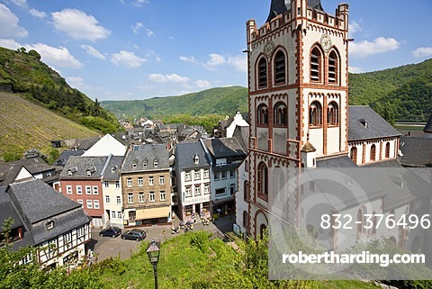 View of the St. Peter\'s Church in the old town of Bacharch, Unesco World Heritage Upper Middle Rhine Valley, Bacharach, Rhineland Palatinate, Germany, Europe