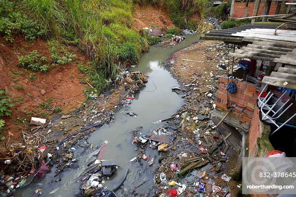Polluters Bach, sewer, in the favela Jardim Celeste, Zona Sul, São Paulo, Brazil, South America