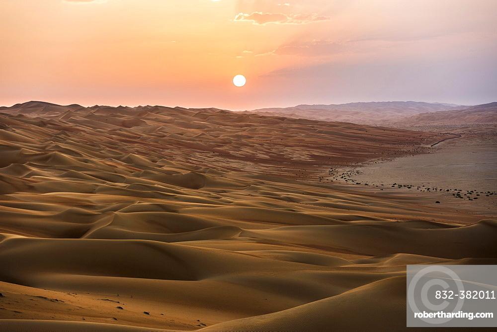 Sand dunes at sunset, Rub' al Khali or Empty Quarter, United Arab Emirates, Asia
