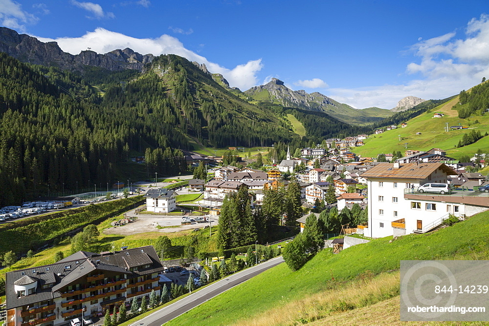 Arabba Village and surrounding mountains, Arabba, Belluno Province, Trento, Dolomites, Italy, Europe