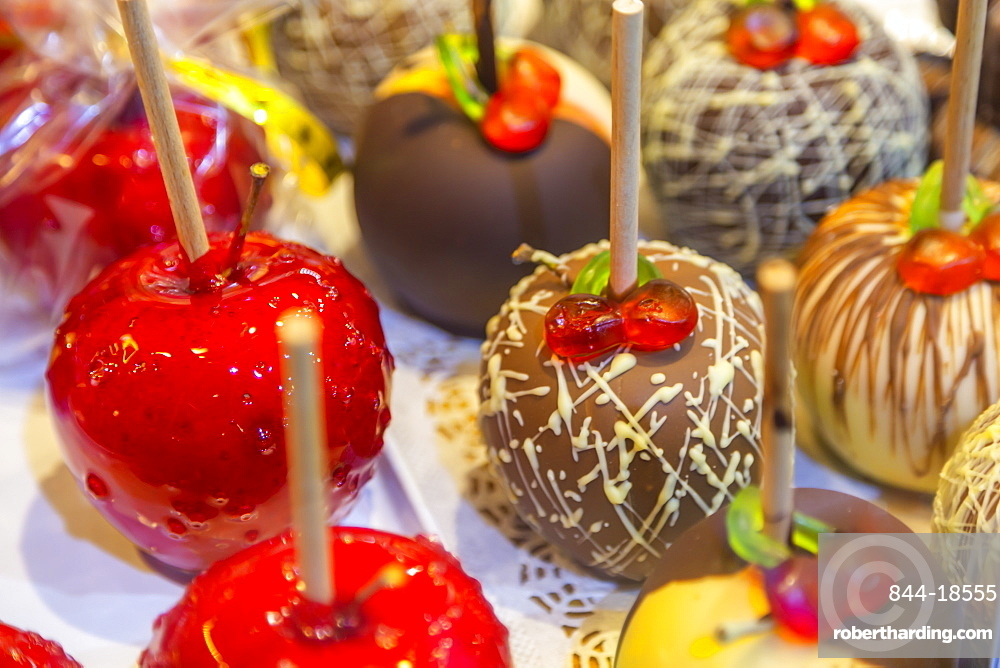 Christmas toffee apples stall on Christmas Market at night in Rathausplatz, Vienna, Austria, Europe