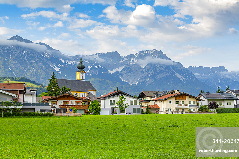 View of Pfarramt Söll Church and mountains in background, Soll, Sölllandl, Tyrol, Austria, Europe