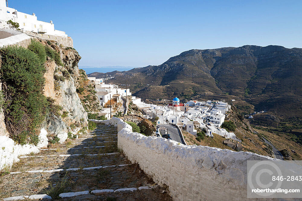Stone steps and whitewashed houses of mountaintop town of Pano Chora, Serifos, Cyclades, Aegean Sea, Greek Islands, Greece, Europe